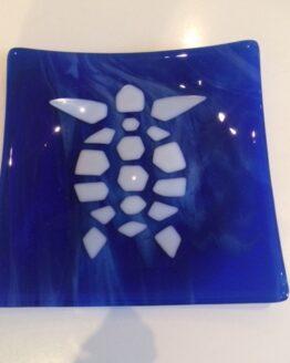 Skildpaddefad hvid på blå