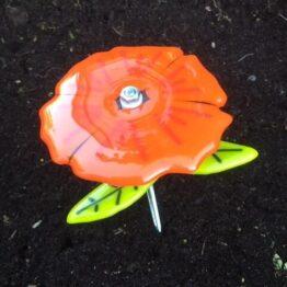 Orange rød glasblomst til haven