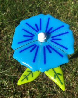 blå glasblomst